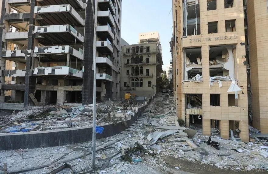 Patlamanın ardından bölgedeki binalar kullanılamaz hale geldi.