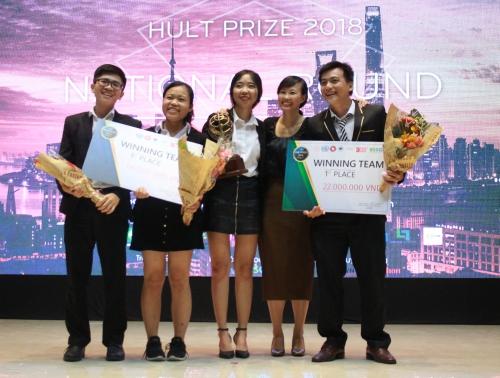 Các thành viênT.Y.K Farm giành giải nhất cuộc thi tại Việt Nam.