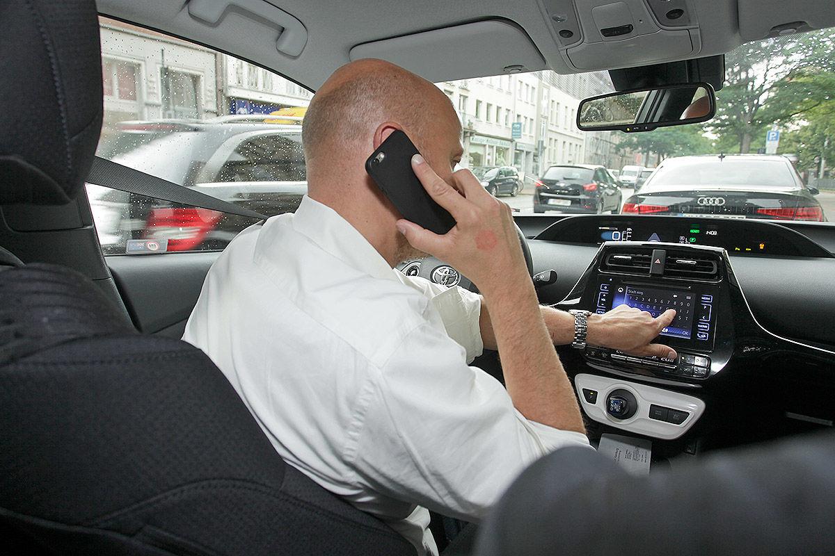 Handy Im Auto Das Ist Erlaubt Das Verboten Bilder