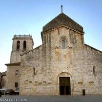 Романская церковь в Бесалу