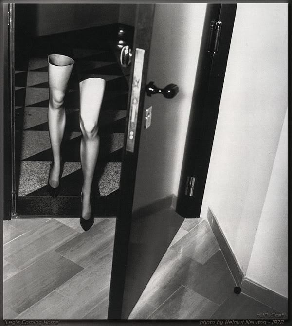 Helmut Newton, Legs coming home, 1978
