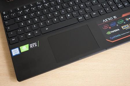 Gigabyte Aero 15y Review Espanol Touchpad