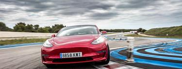 Probamos el Tesla Model 3 Performance en circuito. Y sí, un coche eléctrico puede hacer sombra a un BMW M3