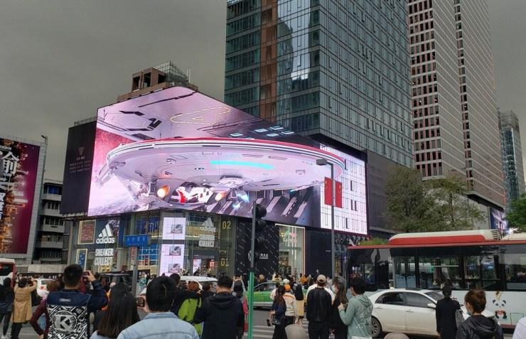 Esta gigantesca pantalla curva logra crear alucinantes efectos 3D ultrarrealistas