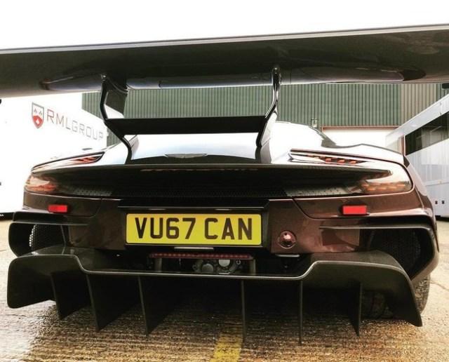 Este es el único Aston Martin Vulcan matriculado: ¡menuda burrada!