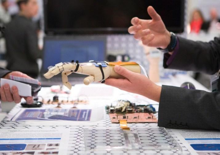 Europa crea la primera legislación sobre Inteligencia Artificial y robots: así es la nueva normativa y cómo queda regulado el reconocimiento facial