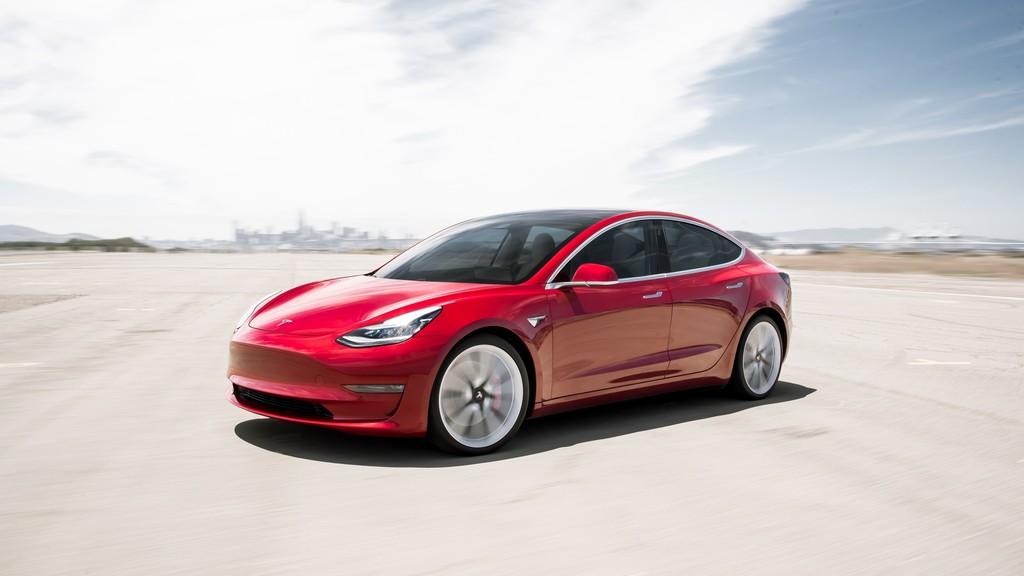 El Tesla Model tres Estandar Plus ya esta habilitada en España: estos son todos los ejemplos a la venta y sus diferencias