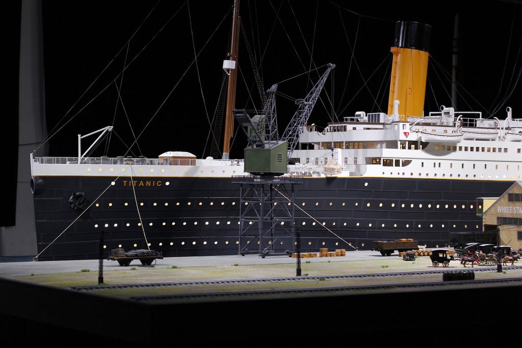 El transatlántico más famoso del mundo sale a flote en Alicante con