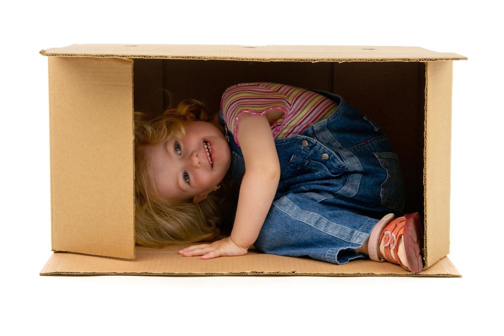 Niños y cajas