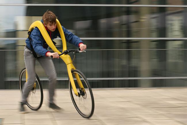 Permalink to Alguien ha rediseñado la bicicleta quitándole los pedales y además, nos quiere colgar de ella