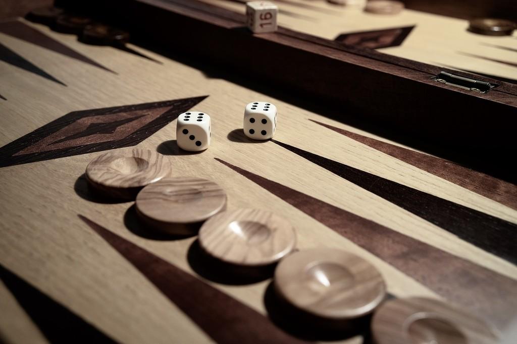Microsoft apaga su servicio de juegos clásicos en línea: adiós 'Backgammon', 'Spades', 'Hearts', 'Reversi'...