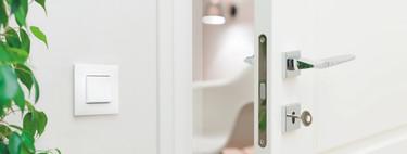 """Estos enchufes e interruptores """"conectados"""" sustituyen a los clásicos, se controlan con el móvil y puedes ver su consumo: los hemos probado"""