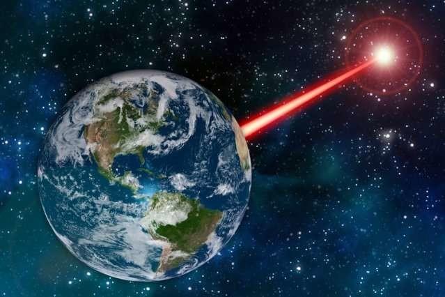 Este profesor del MIT quiere inventar una gigantesca baliza láser para que los aliens nos puedan visualizar en la oscuridad del espacio