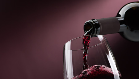 Afip subasta más de mil cajas de botellas de vino y champagne