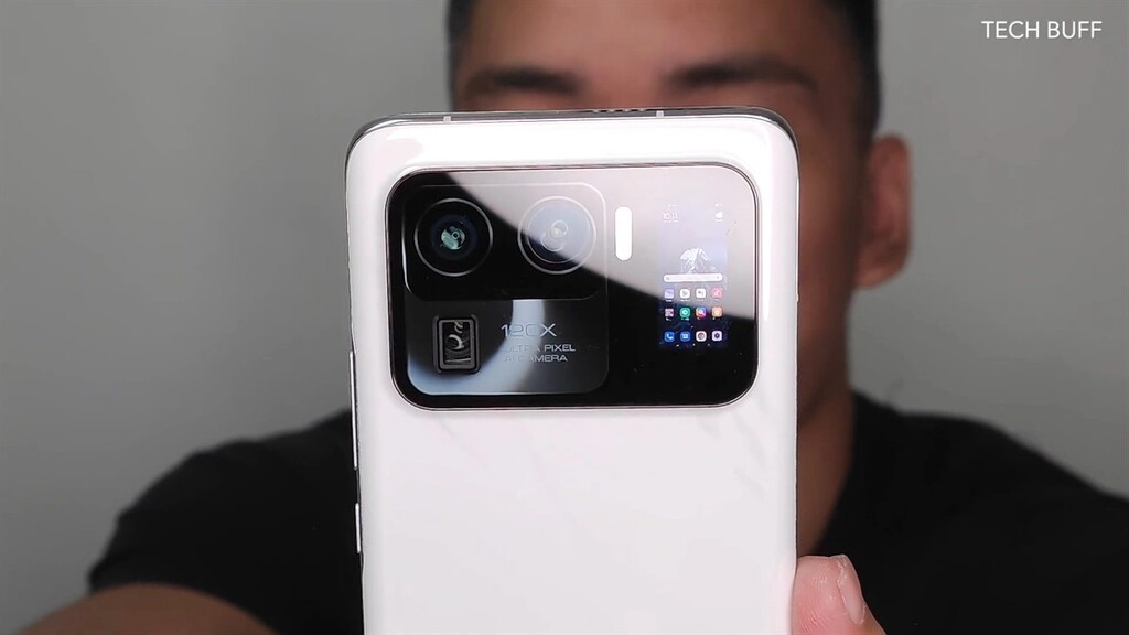 Xiaomi Mi 11 Ultra se filtra en video con lujo de detalle: diminuta pantalla trasera en un monstruoso módulo de cámaras