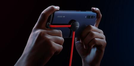 Anti-enredos y con una ventosa: así es el cable USB-C de Vivo para jugar mientras cargamos el teléfono