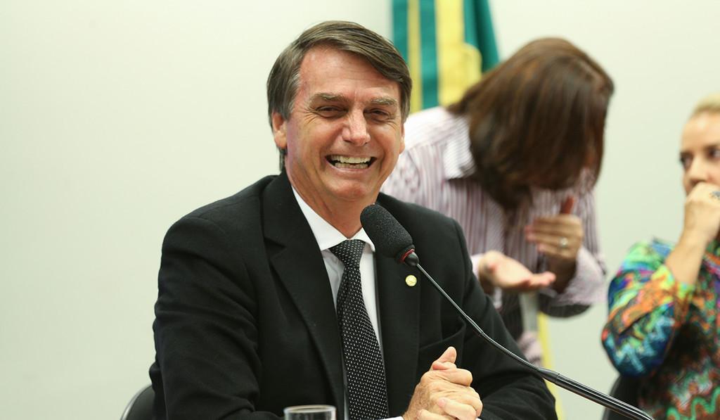 Brasil explora una campaña de novedades falsas enviadas por WhatsApp(mensajeria) a favor de Bolsonaro