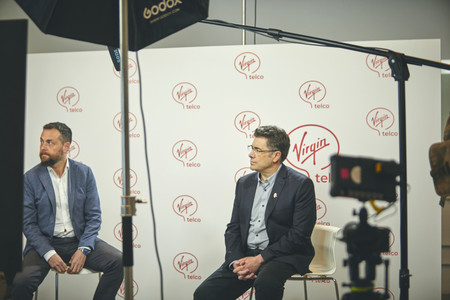 A la izquierda, Koldo Unanue, Chief Marketing Officer de Virgin telco. A la derecha, José Miguel García, consejero delegado del Grupo Euskaltel