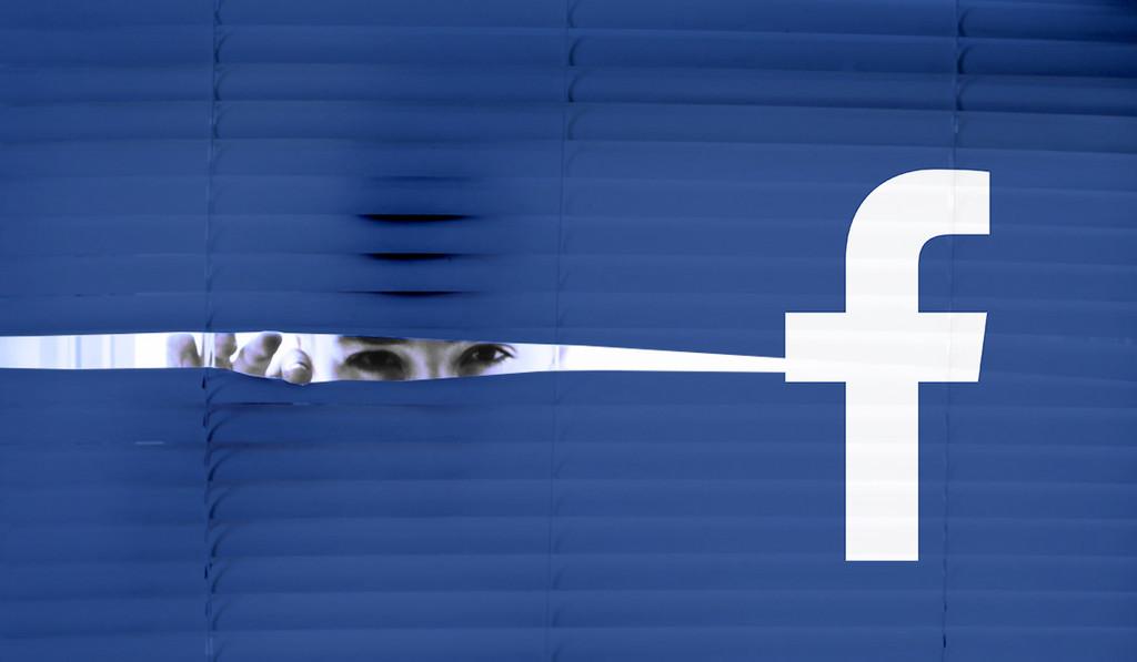 Facebook sigue creciendo en usuarios e ingresos, pero se enfrenta a una multa multimillonaria por Cambridge Analytica