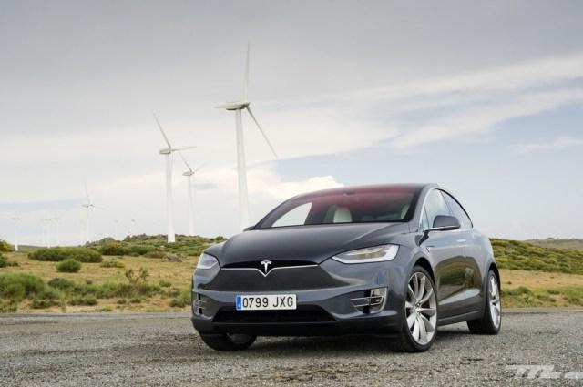 Daimler destripa el Model X de un particular
