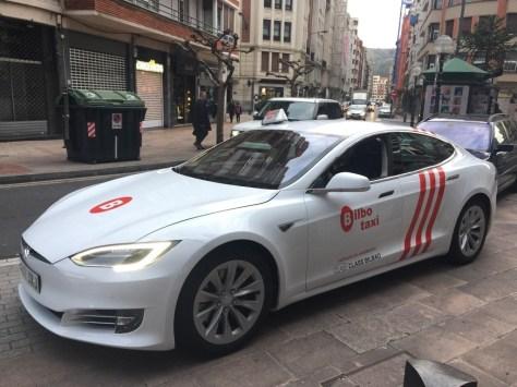 Tesla Model S taxi Bilbao