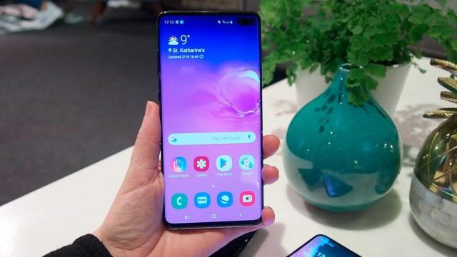 Samsung regalará un protector de pantalla certificado en sus Galaxy S10 para poder utilizar el desbloqueo dactilar en pantalla