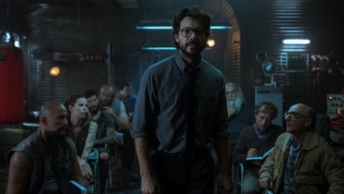 El Profesor explicando su plan en La Casa de Papel.