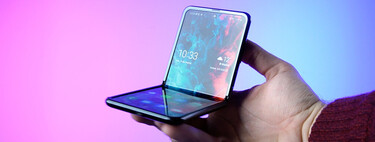 Rolling mobiles vs.  folding: what does each manufacturer propose and what technology do they use