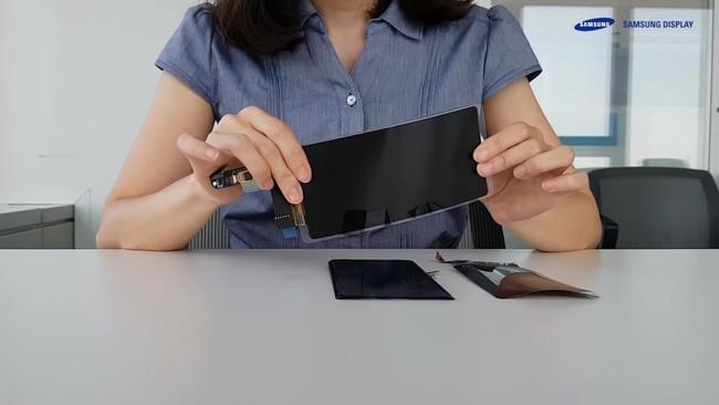 """Permalink to Samsung presenta su nuevo panel flexible para dispositivos móviles con la promesa de ser """"irrompible"""""""