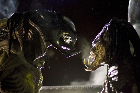 The Predalien And Predator Face Off In Aliens Vs Predator Requiem Photo Credit James Dittiger Movie 1743131904