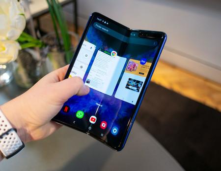 Samsung Galaxy Fold Semiabierto Multitarea