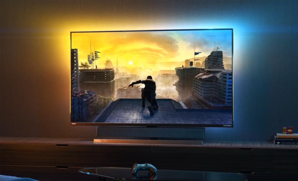 """Philips Momentum 558M1RY: este monitor de 55"""" diseñado para PS5 y Xbox Series X impacta con sus 2,5 ms de latencia y su sonido B&W"""