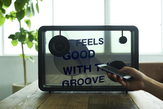 Permalink to Con este altavoz no necesitas saber la letra de las canciones ya que te las muestra en su pantalla transparente
