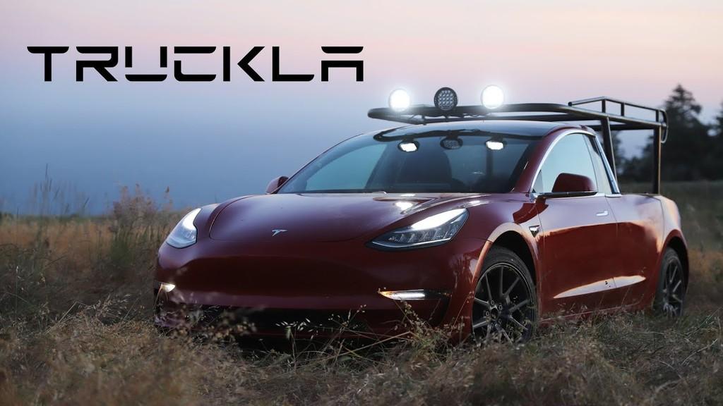 La Tesla Pickup existe: así es como la youtuber Simone Giertz modificó su Model 3 para transformarlo en una pickup eléctrica
