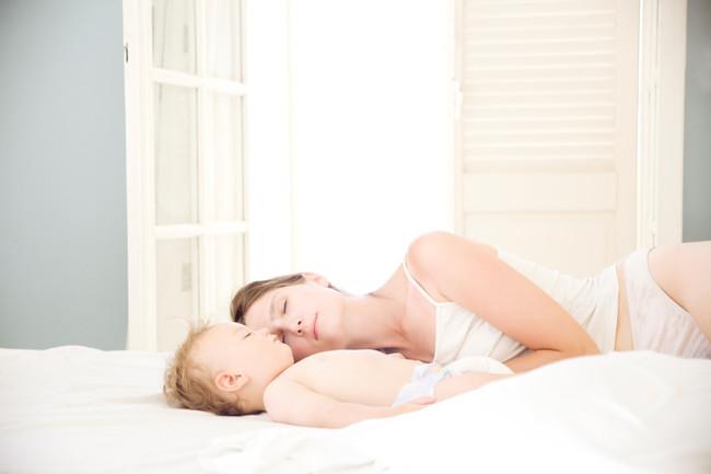 Bebe Durmiendo Con Mama