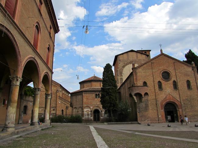 Descubre cuatro iglesias en una: la Basílica de San Stefano en Bolonia