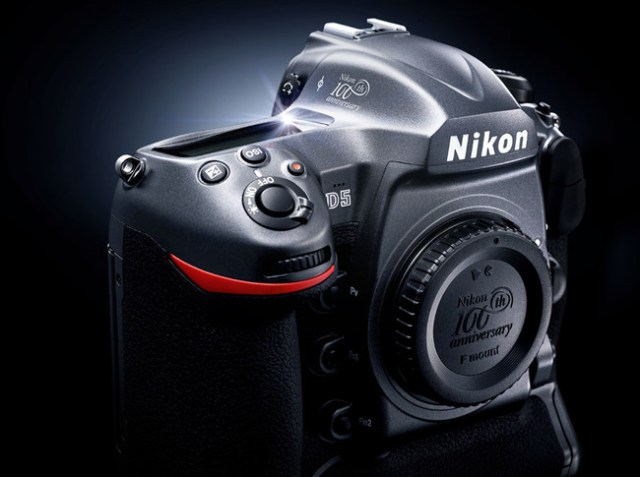 Nikon D5 cien Aniversario 1