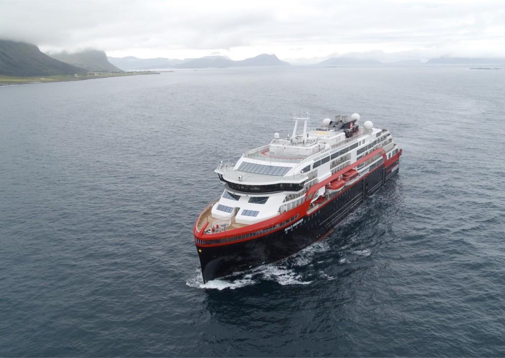 Noruega ha construido el primer crucero híbrido de la historia: una bestia de 20.000 toneladas que se impulsa con electricidad