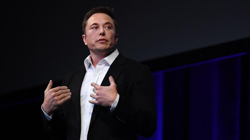 Elon Musk dice que tiene un mono con cables conectados a la cabeza y es capaz de jugar videojuegos con la mente