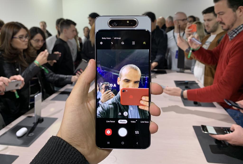Samsung Galaxy A80, primeras impresiones: también de fotos, la cámara deslizante giratoria trae el layout mas futurista