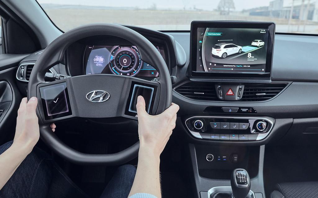 """Permalink to Volantes con pantallas táctiles y respuesta háptica: la visión de Hyundai para interactuar """"sin distracciones"""" con nuestro coche"""
