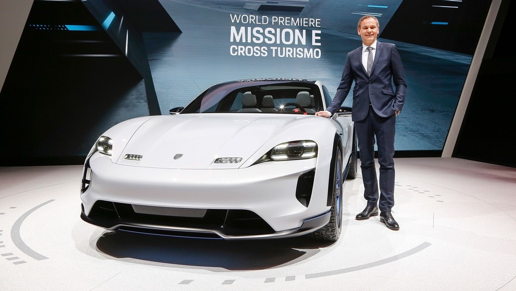 Porsche Mission E Cross Turismo 7