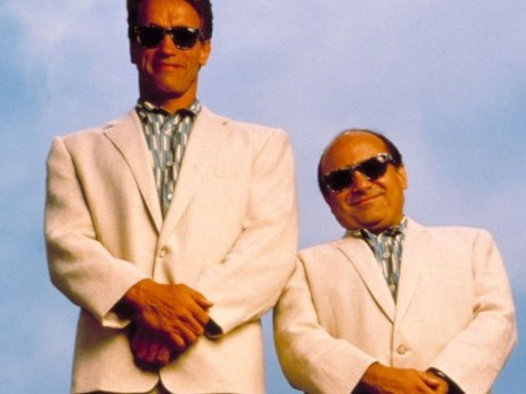 Danny Devito Und Arnold Schwarzenegger In Twins Twins 1ae2d72597bab86bc810c3dacaa0c6cc Large 1550761