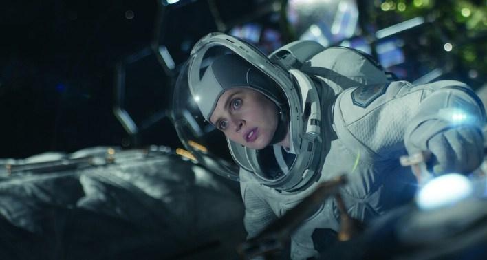 'Cielo de medianoche' (crítica): una mezcla de drama post-apocalíptico y aventura espacial que no termina de encontrar su tono