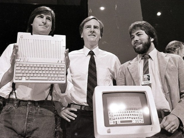 Steve Jobs Ronald Wayne Steve Wozniak 1024x768 113177689
