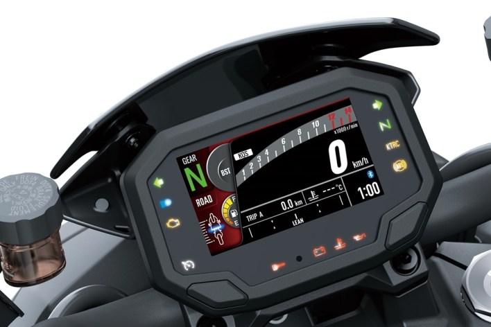 De meros velocímetros a mini-ordenadores a bordo: así se han ido llenando de tecnología los cuadros de mandos de las motos