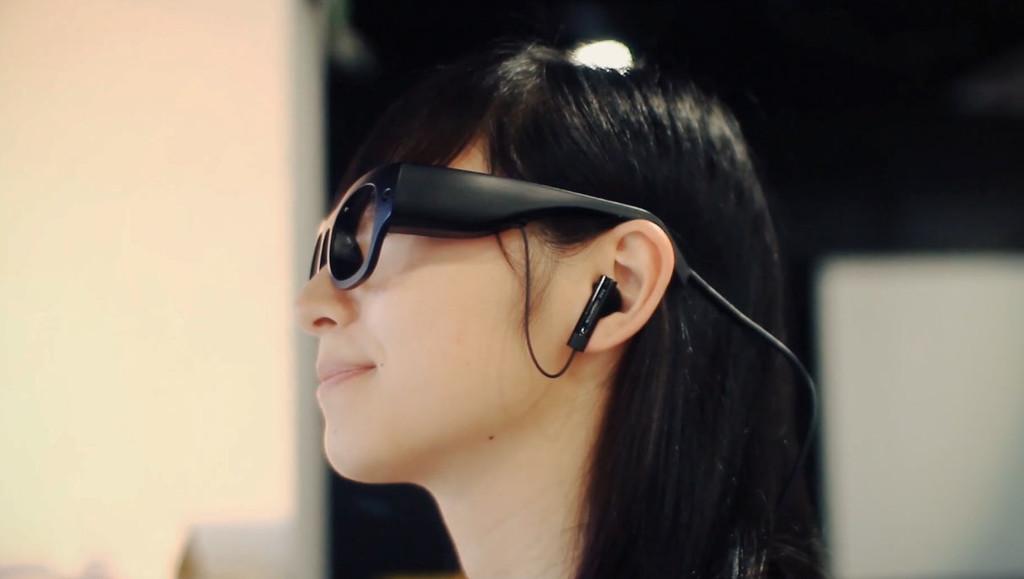 Permalink to Unas gafas inteligentes que leen por ti (y te susurran las palabras) como ayuda a disléxicos y gente con problemas visuales