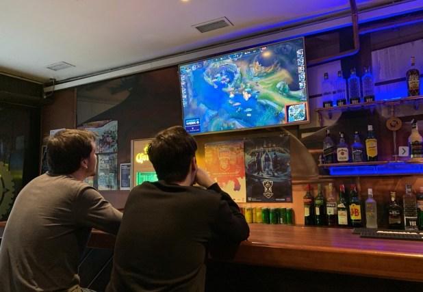 Cuando en vez de fútbol vas al bar a ver League of Legends: así se regenta un local de esports