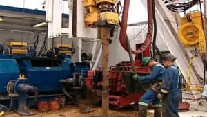 hi-nb-shale-gas-workers-852-10col