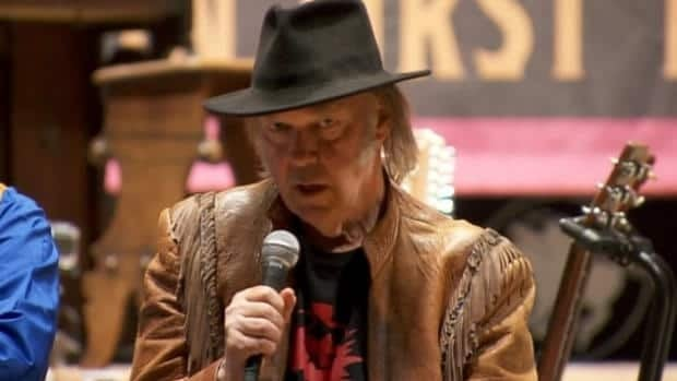 Neil Young launches benefit tour